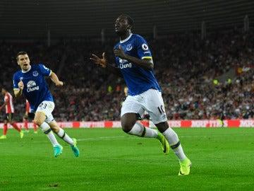 Lukaku celebra uno de sus goles ante el Sunderland