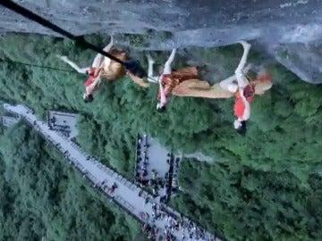 Frame 22.294626 de: Danza vertical a 1.300 metros de altura