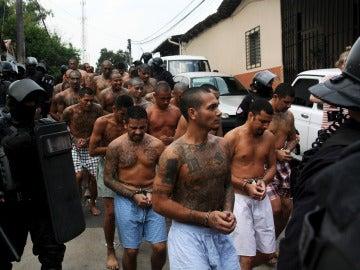 Varios detenidos de la Mara en El Salvador