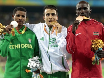 Abdellatif Baka, Tamiru Demisse y Henry Kirwa, podio del 1500 en los Juegos Paralímpicos