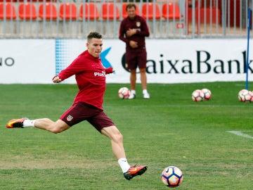 Kevin Gameiro, en la sesión de entrenamiento con el Atlético de Madrid