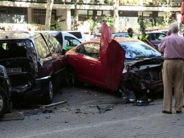Frame 3.502134 de: Un camión sin conductor hiere a una mujer y arrolla varios vehículos en Madrid