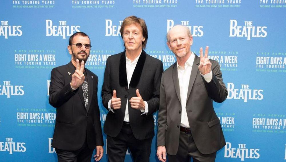 Paul, Ringo & Ron Howard en el estreno mundial de los Beatles