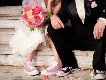 Novios en zapatillas