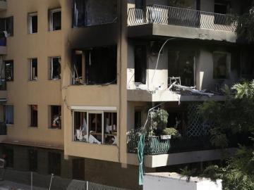 Estado de la vivienda de Premià de Mar (Barcelona), calcinada por una explosión.