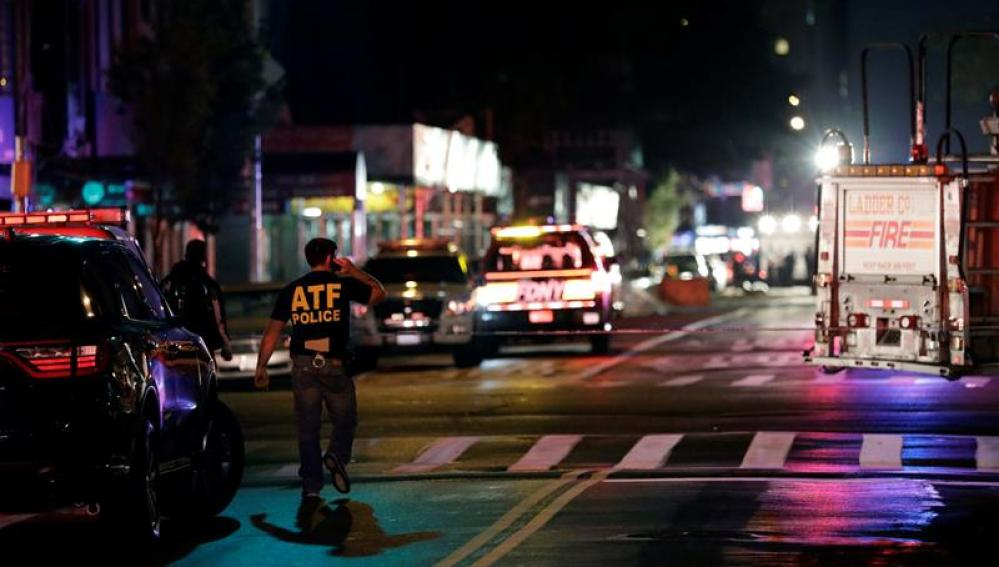 Efectivos policiales en el barrio de Chelsea en Nueva York.