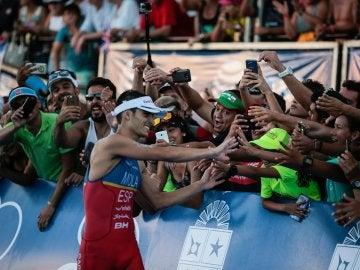 Mario Mola, celebra su campeonato del mundo