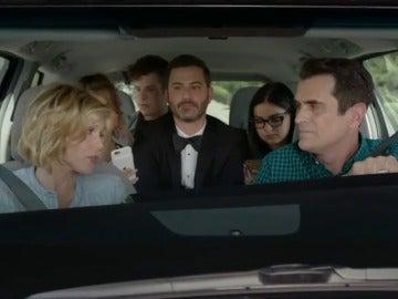 Frame 59.093107 de: Jimmy Kimmel llega a la gala de los premios Emmy haciendo autostop