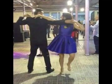 """Frame 10.435035 de: Mónica Oltra, la nueva """"reina de los mercados"""" de Valencia."""
