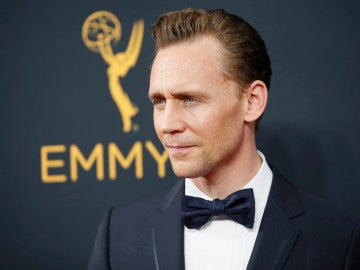 Tom Hiddleston durante los Premios Emmy 2016