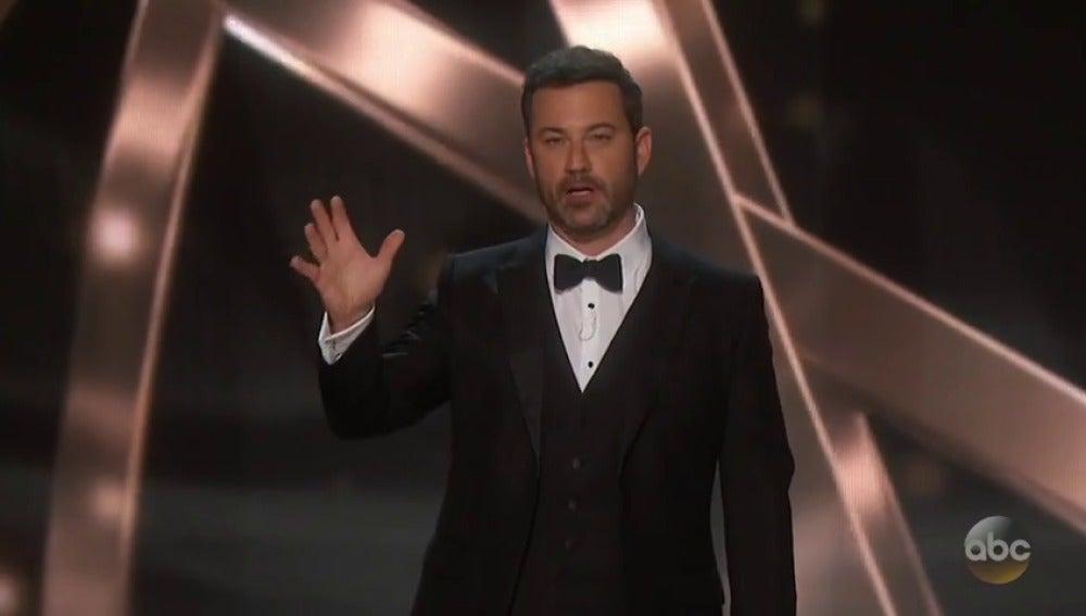 Frame 48.337991 de: Jimmy Kimmel arremete contra Donald Trump en su monólogo de los premios Emmy