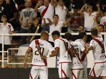El Rayo Vallecano celebrando uno de sus dos goles contra el Getafe.
