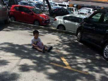 Niño abandonado por su madre