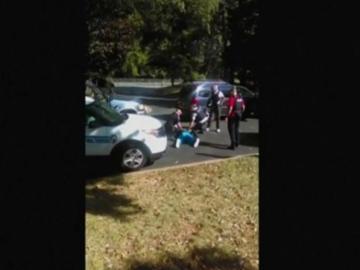 """La viuda del hombre tiroteado a manos de la policía en Charlotte: """"No disparen, no va armado"""""""