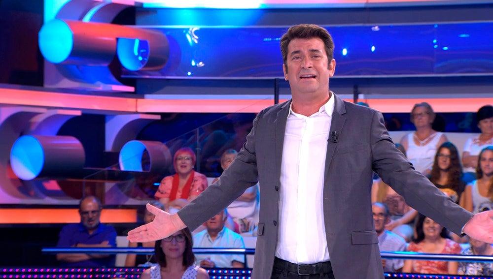 Arturo Valls sigue con sus chistes malos