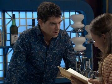 Alba lee a Rafael el diario de Marta