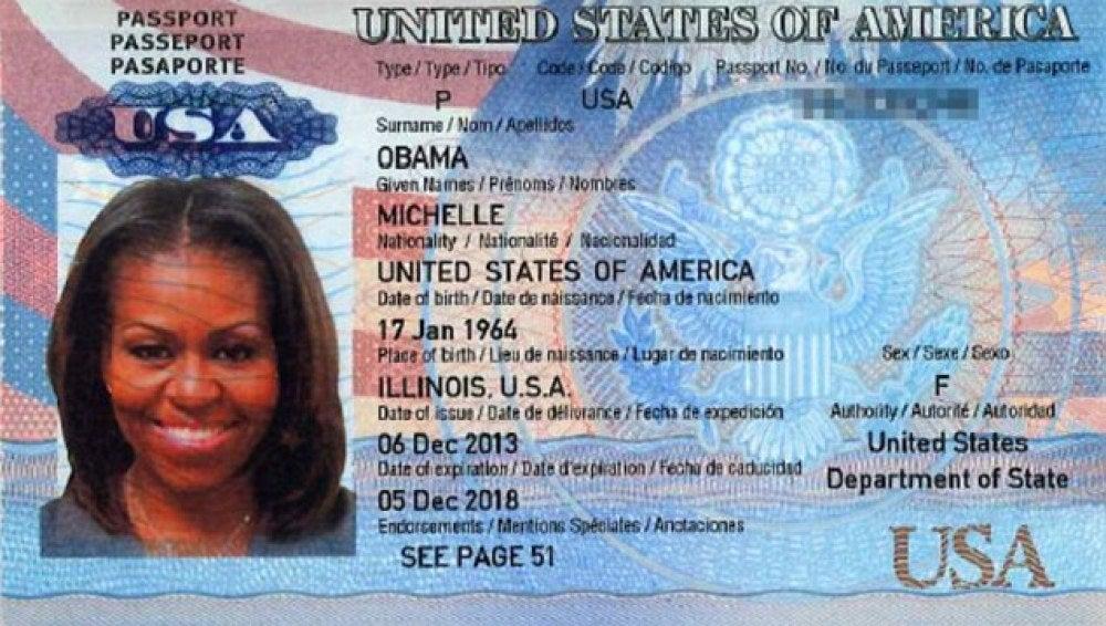 Imagen escaneada del pasaporte de Michelle Obama que circula por la web