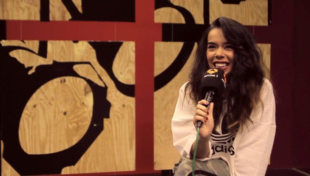 Beatriz Luengo nos da una pista del cantante que imitará en la primera gala de 'Tu cara me suena'