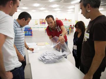 Urna elecctoral en las elecciones del 25 de septiembre