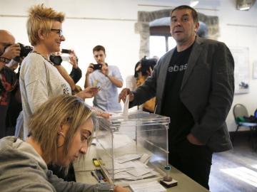 El dirigente de la izquierda abertzale Arnaldo Otegi acude a votar