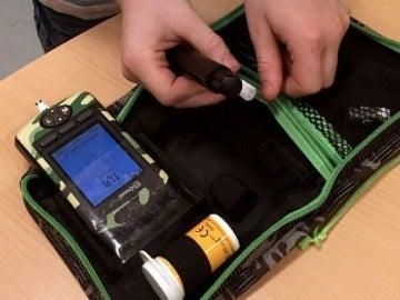 Una bomba de insulina, como la que llevaba Samuel