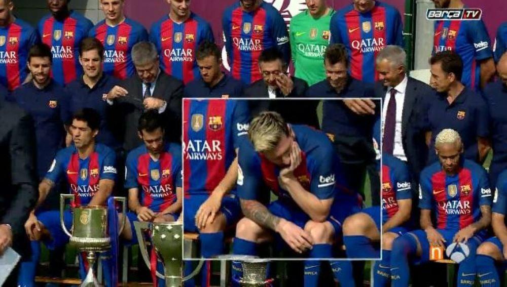 Messi, pensativo durante la foto de grupo del F. C Barcelona