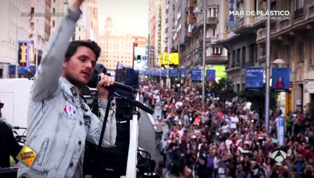 Frame 0.0 de: Así colapsó Dani Martín las calles del centro de Madrid para presentar su nuevo disco