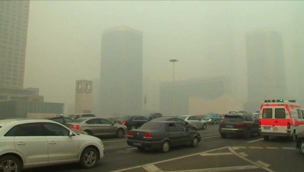Frame 1.870237 de: La OMS asegura que casi toda la población mundial respira aire contaminado