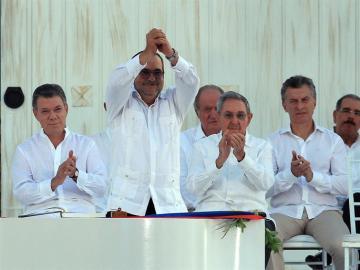 Colombia y las FARC firman la paz.