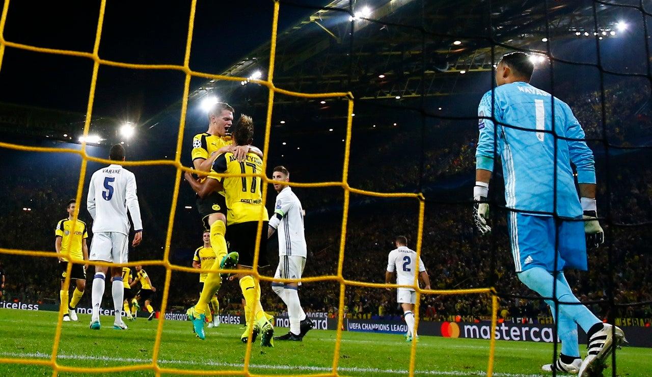 Jugadores del Dortmund celebrando el empate a uno