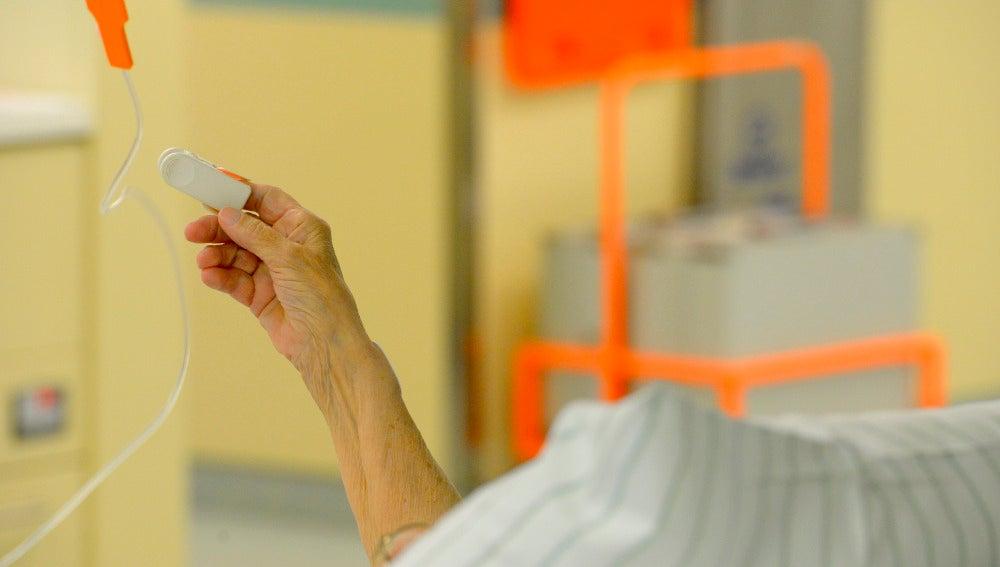 Anciano atendido en un hospital