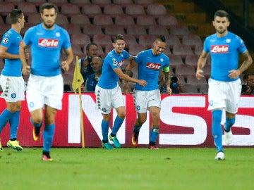 Los jugadores del Nápoles celebran el gol de Hamsik
