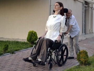 Rumeysa, la adolescente más alta del mundo