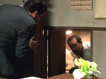 ¿A quién está ocultando Carmelo en su casa?