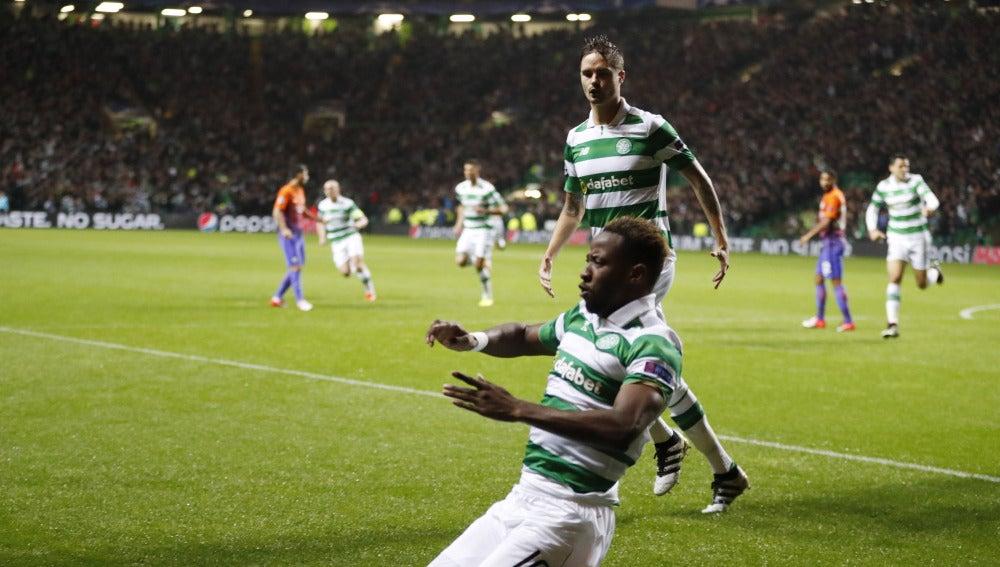 Dembele celebra uno de sus goles contra el Manchester City