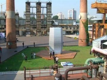 Frame 11.384308 de: Una torre purificadora convierte la contaminación en joyas