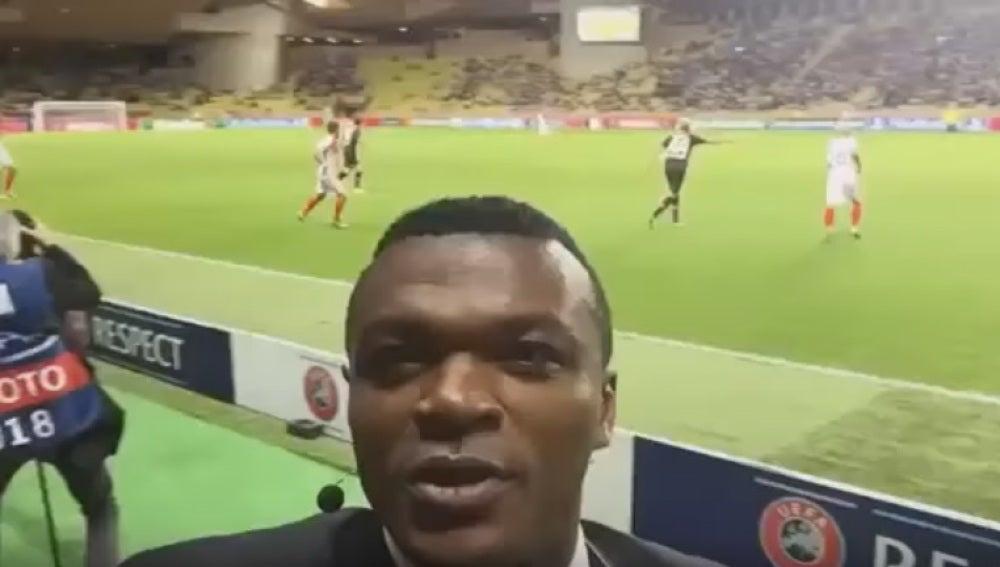 Desailly caza un gol mientras se hacía un vídeo-selfie.