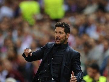 Simeone, en la banda del Vicente Calderón