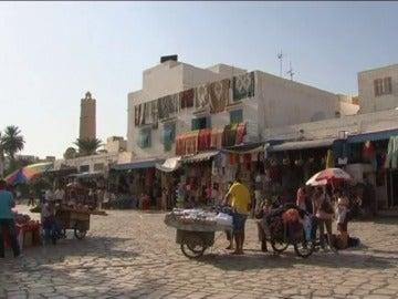 """Frame 104.531591 de: Túnez realiza un """"gran esfuerzo"""" en turismo para que tenga éxito la transición democrática"""