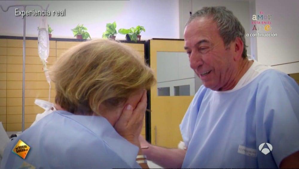 Frame 211.365871 de: La bonita sorpresa de Jose Luis Perales a una de sus fans en un hospital