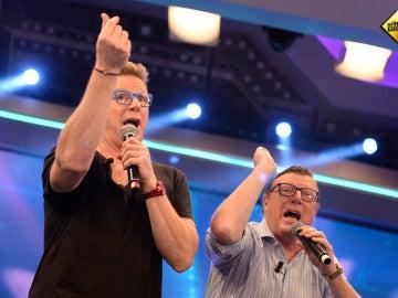 Los Morancos cantan en directo su hit, 'La Bicicleta'