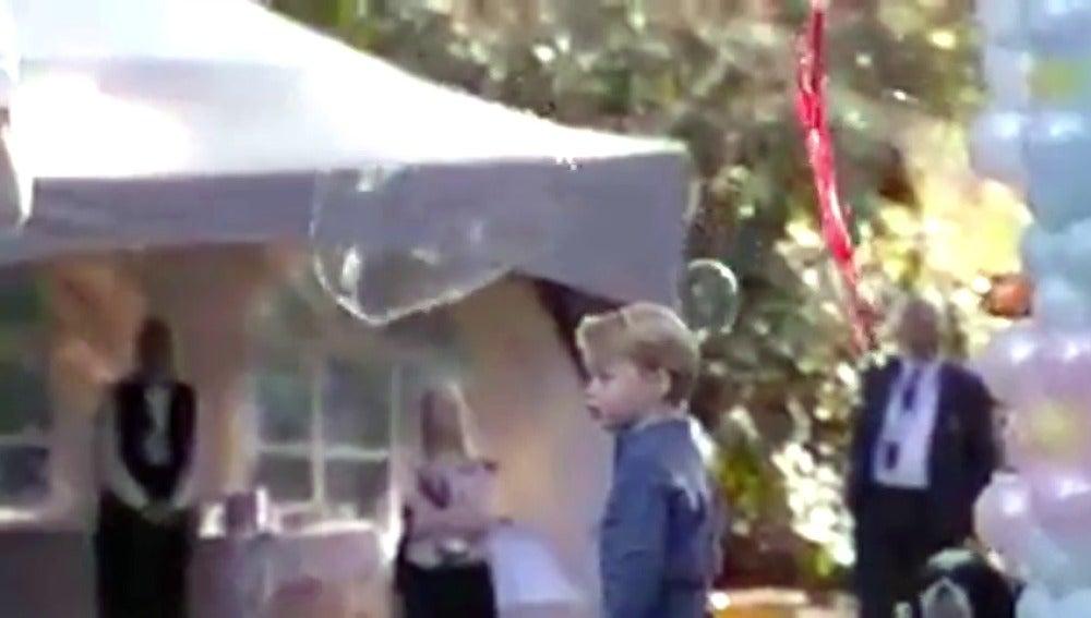 Frame 10.080791 de: Inquietante vídeo de los duques de Cambridge con sus hijos