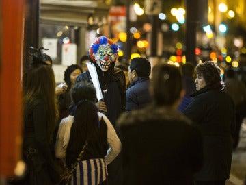 Un hombre disfrazado de payaso por las calles de Washington