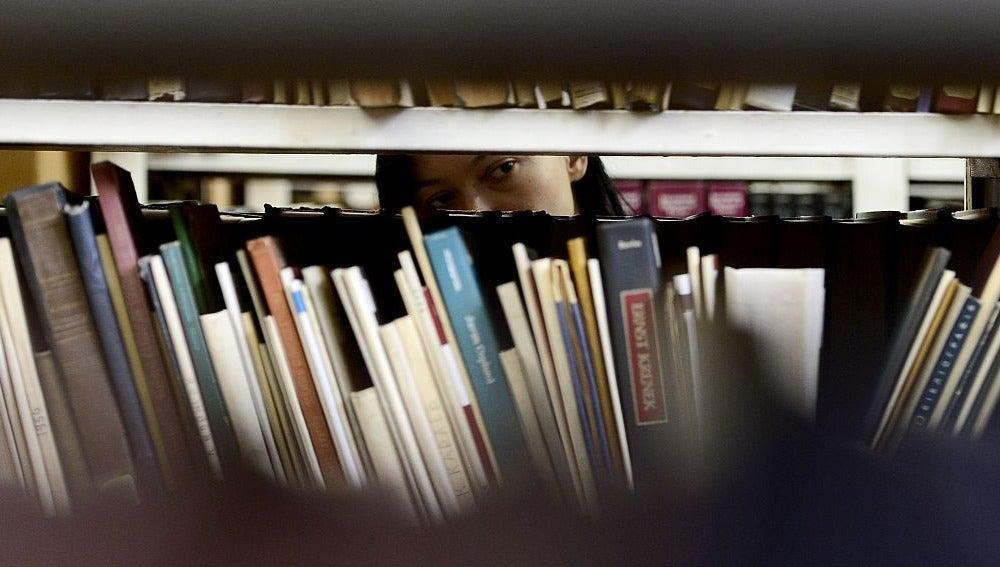 Del 36,1 por ciento que declara no leer nunca, casi la mitad dice que no lo hace porque no le interesa