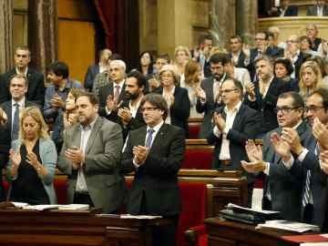 Aplausos en el Parlament de Cataluña