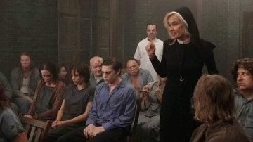 Evan Peters y Jessica Lange en 'American Horror Story'