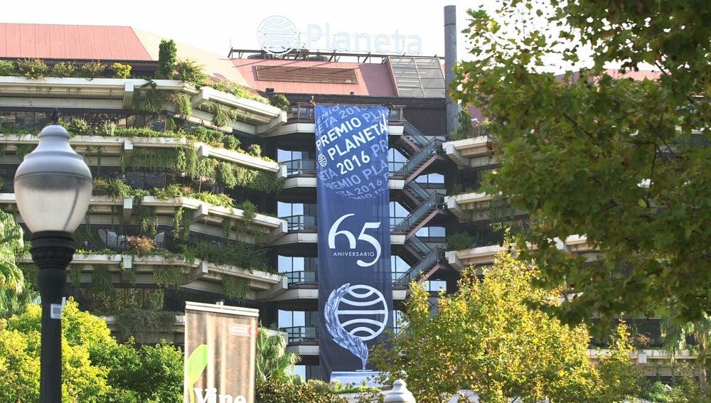 La sede de Planeta, en Barcelona, engalanada