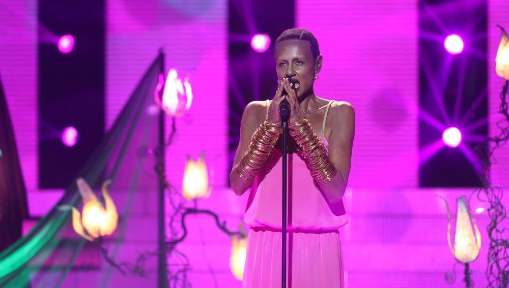 Esther Arroyo imita a Grace Jones con 'La vie en rose'
