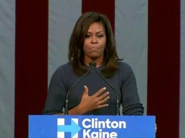 """Frame 18.32571 de: Michelle Obama dice """"basta"""" al trato """"intolerable"""" de Trump hacia las mujeres"""