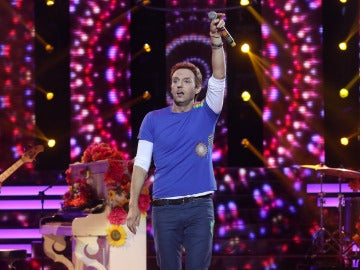 "David Guapo se pone en la piel de Chris Martin acompañado de un piano para interpretar ""Hymn of the weekend"""